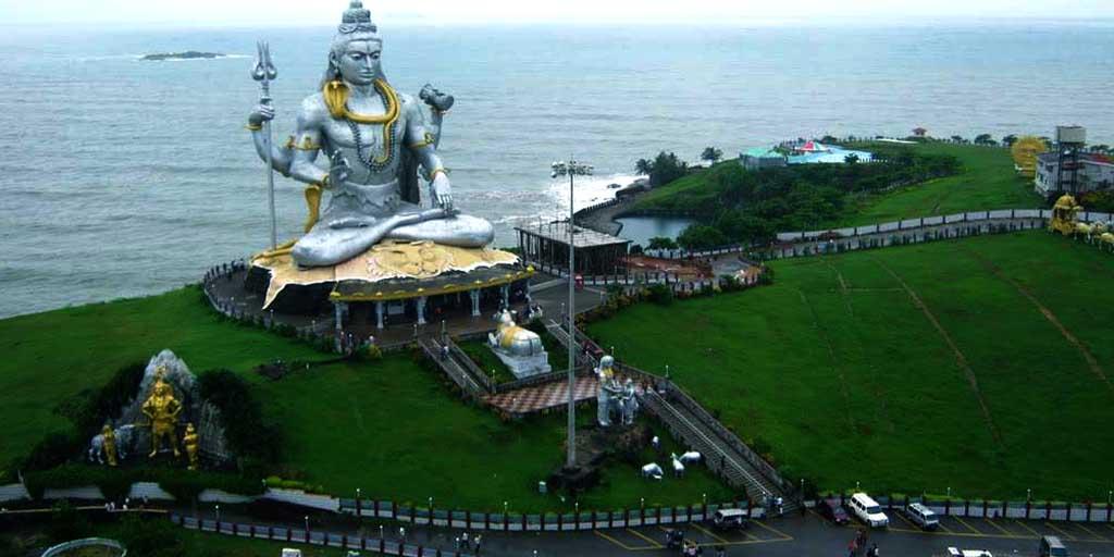 best tourist places in Karnataka, Murudeshwar – The Coastal and Spiritual Town of Karnataka